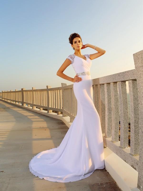 Etui-Linie V-Ausschnitt Perlen verziert Ärmellos Lange Chiffon Strand Brautkleider