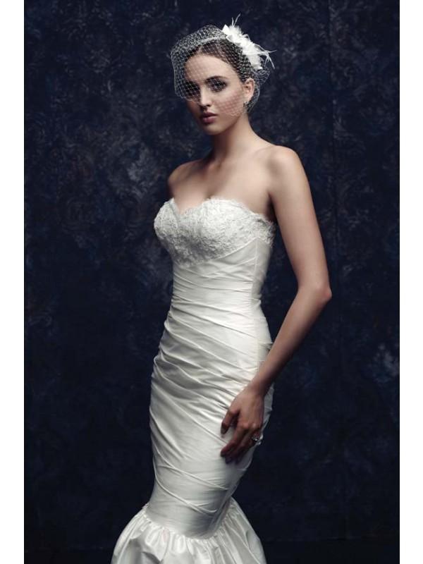 Beautiful Netz Feather Wedding Veils
